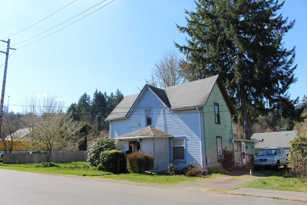 615 N 9th Ave SW Front